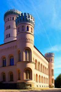 Jagdschloss Granitz  vor blauem Himmel
