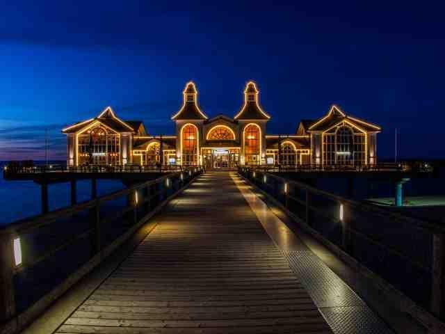 Die Seebrücke Sellin in der Nacht