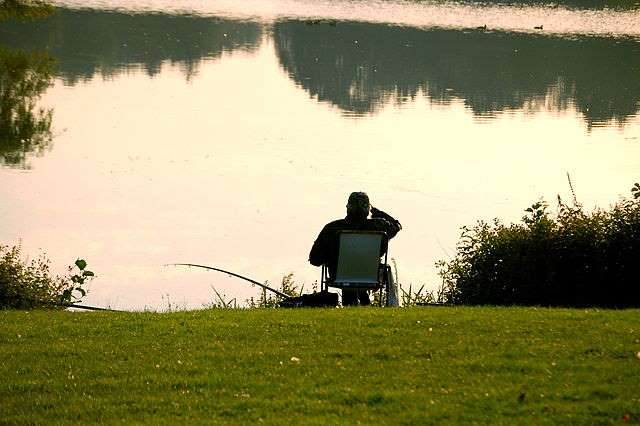 Angler am Bodden auf Rügen