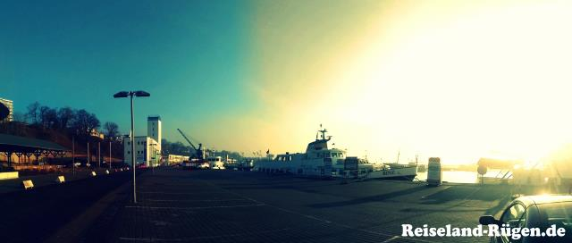 Sassnitzer Hafen mit Schiff Kap Arkona