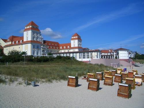 Binzer Strandpromenade auf Rügen als Ausflugsziel