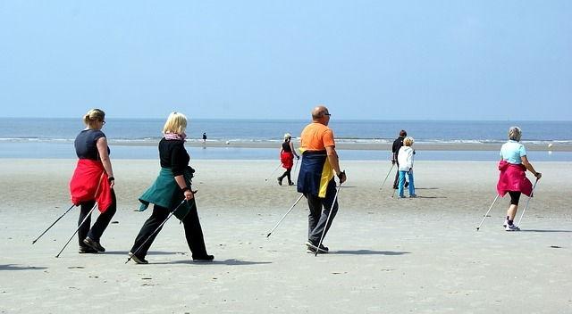 Nordic Walking am Strand von Rügen